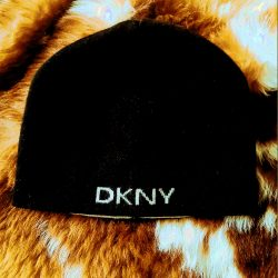 DKNY štýlová čiapka 6406126f8d5